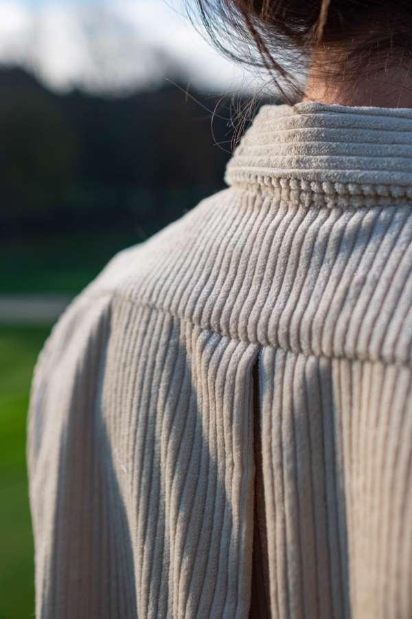 robe-chemise-velvette-vetement-femme-pretaporter-femme-createur-annecy-detail-dos-col