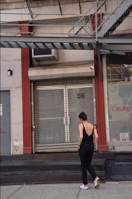 vetement-femme-combinaison-dos-nu-profil-couture-annecy-createur-debout