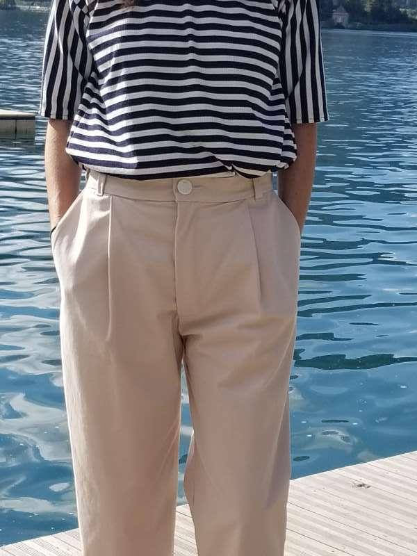vetement-femme-pantalon-chino-createur-annecy-gros-plan-devant