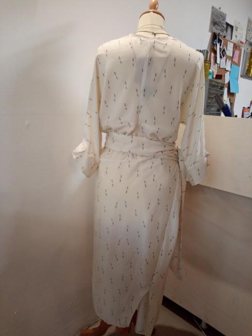 vetement-femme-robe-kim-dos-viscose-createur-annecy-couture